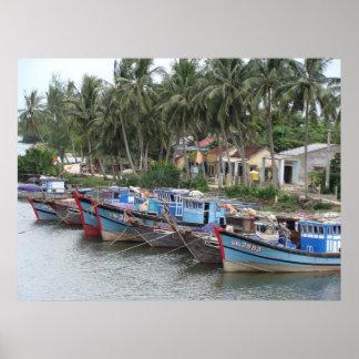 Barcos de pesca, Hoi, Vietnam Poster