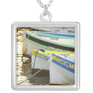 Barcos de pesca típicos de Provencal pintados Colgante Cuadrado