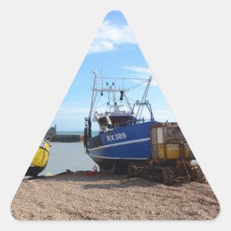 Barcos de pesca varados pegatina triangular