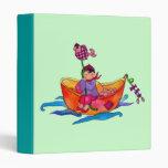 Barcos de pesca y una carpeta de Avery de la niña