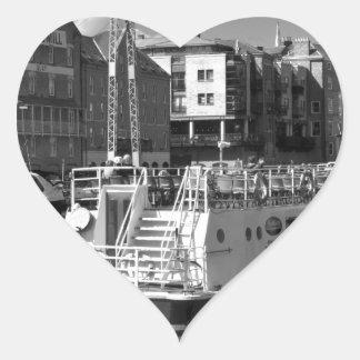 Barcos de placer en el río Ouse. de York Pegatina En Forma De Corazón
