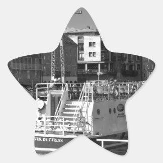 Barcos de placer en el río Ouse. de York Pegatina En Forma De Estrella