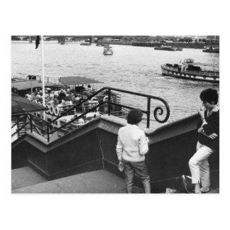Barcos de placer en el Thames Tarjeta Postal