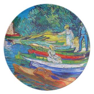 Barcos de Rowing en los bancos del Oise Platos