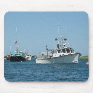 Barcos del puerto de Chatham Tapetes De Raton