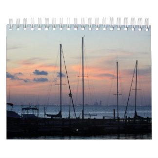 Barcos en el calendario del muelle