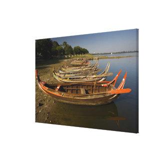 Barcos en el lago entre Kyauktawgyi Paya y Lona Envuelta Para Galerias