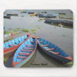 Barcos en el lago Phewa Tapete De Ratón