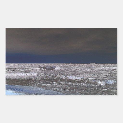 Barcos en el mar de hielo desde la costa pegatina