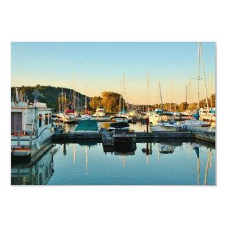 Barcos en el puerto deportivo 3 invitación 8,9 x 12,7 cm