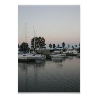 Barcos en el puerto deportivo invitación 8,9 x 12,7 cm