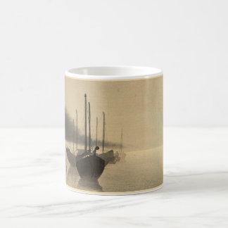 Barcos en la niebla de Seitei Watanabe 1851 - 1918 Taza Clásica