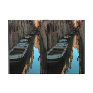Barcos en los edificios de Venecia Italia del agua iPad Mini Protector