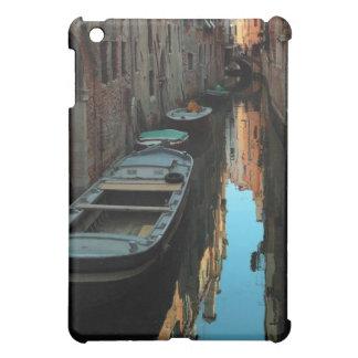 Barcos en los edificios de Venecia Italia del agua iPad Mini Carcasa