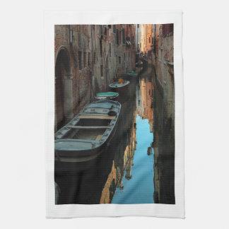 Barcos en los edificios de Venecia Italia del agua Toallas