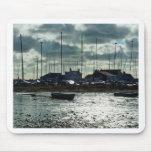 Barcos en Mudeford Quay Alfombrillas De Ratones
