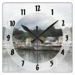 Barcos en un día nublado Essex CT Reloj