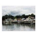 Barcos en un día nublado Essex CT Tarjetas Postales