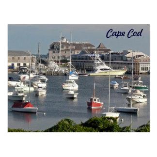 Barcos en un puerto de Cape Cod durante verano Postales