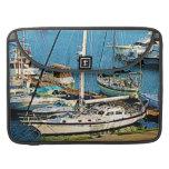 Barcos en Wharf Bermudas de rey Fundas Macbook Pro