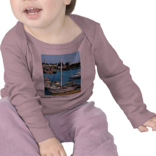 Barcos en Wharf de rey, Bermudas Camiseta