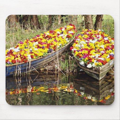 Barcos por completo de las flores de las flores alfombrillas de ratones