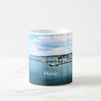 barcos y embarcaderos en Maine costero Taza Básica Blanca