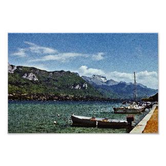Barcos y montañas del lago en Annecy Francia Fotografías