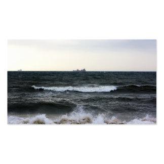 Barcos y Oleaje en océano Atlántico desde la costa Tarjetas De Visita
