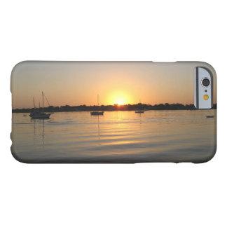 Barcos y salida del sol funda de iPhone 6 barely there