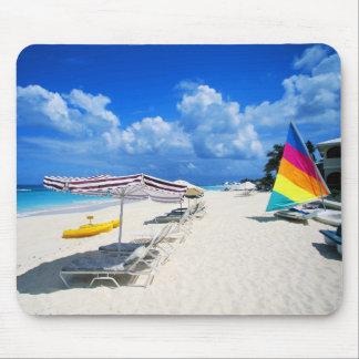 Barcos y sillas de playa mouse pads