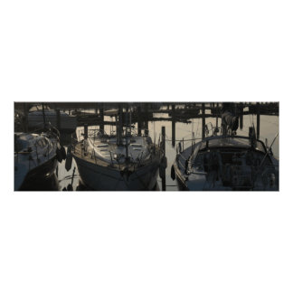 Barcos y yates amarrados de navegación en puerto d poster