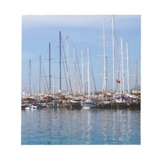 Barcos y yates en el puerto marítimo en Bodrum Libreta Para Notas
