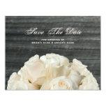 Barnwood y rosas blancos que casan reserva la invitaciones personalizada