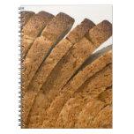 Barra de pan cortada libreta