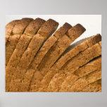 Barra de pan cortada póster