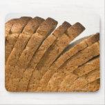 Barra de pan cortada tapete de ratón