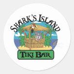 Barra de Tiki de la isla del tiburón Pegatinas Redondas
