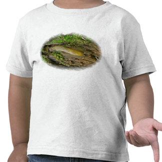 Barra del plátano en la camiseta del niño del