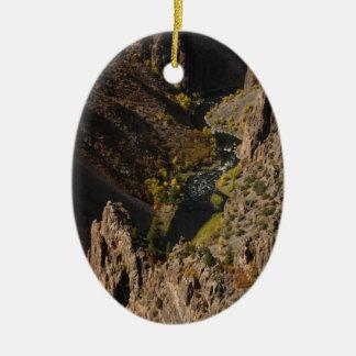 Barranco negro del Gunnison Adorno Ovalado De Cerámica