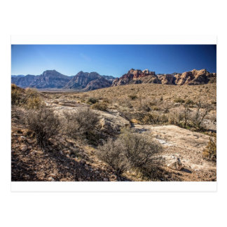 Barranco rojo de la roca y cauce del río seco tarjetas postales