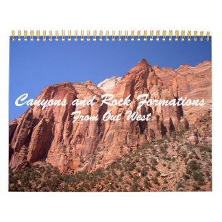 Barrancos y formaciones de roca de hacia fuera al calendario de pared