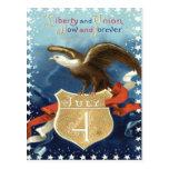 Barras y estrellas de Eagle calvo el 4 de julio Postales