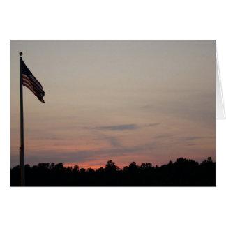 Barras y estrellas en la puesta del sol tarjeta de felicitación