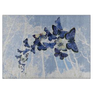 Barrido de mariposas azules que agitan tablas de cortar