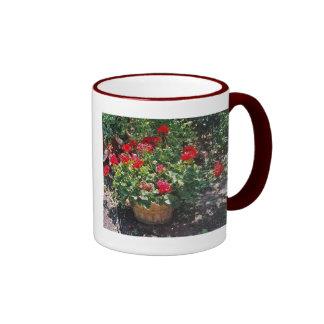 Barril de geranios tazas de café