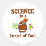Barril de la ciencia de diversión etiquetas redondas