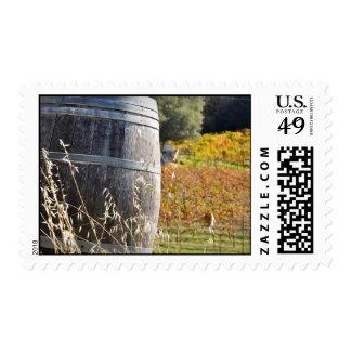 Barril de vino en caída del otoño sello postal