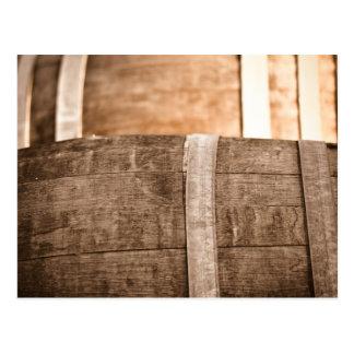 Barril de vino usado para almacenar el vino del tarjeta postal