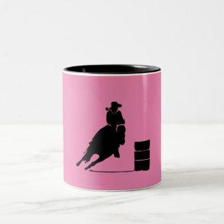 Barril que compite con la silueta del chica en el taza de café de dos colores